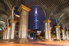 在晚上被点燃的拱道,台北台湾 图库摄影