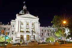 在晚上被照亮的国会大厦大厦 免版税库存照片