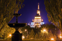 在晚上被照亮的教会在哈尔科夫,乌克兰 免版税库存图片