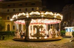 在晚上被照亮的旋转木马在罗马 免版税图库摄影
