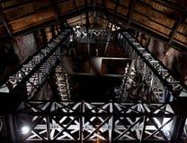 在晚上金属化采矿场所的塔 免版税库存照片