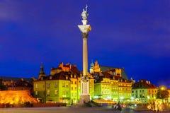 在晚上防御正方形在华沙,波兰 免版税库存图片
