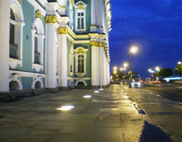 在晚上附近的偏僻寺院 免版税库存图片
