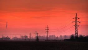 在晚上风景的电输电线 免版税图库摄影
