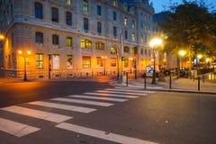 巴黎在晚上 库存照片