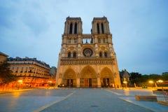 巴黎在晚上 库存图片