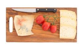 在晚餐乳酪板选择以后包括蓝色 库存照片