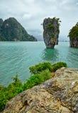 在普吉岛泰国附近的异乎寻常的海岛 免版税库存图片