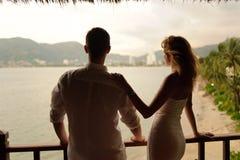 在普吉岛的婚礼夫妇 免版税库存图片