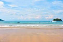在普吉岛的Kata海滩在泰国 免版税图库摄影