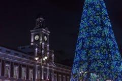 在普埃尔塔del Sol的圣诞树在市马德里2017年 图库摄影