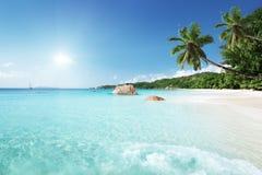 在普拉兰岛海岛,塞舌尔群岛的Anse拉齐奥海滩 免版税库存照片