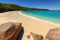 在普拉兰岛海岛,塞舌尔群岛的Anse拉齐奥热带海滩 免版税图库摄影
