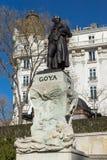 在普拉多的博物馆的前面Goya雕象在市马德里,西班牙 免版税库存照片