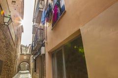 在普拉森西亚,卡塞里斯, S中世纪老镇的恩卡纳西翁街  免版税库存图片