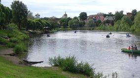 在普斯克夫河的多云6月天 停放`库奥皮奥`芬兰公园,普斯克夫 影视素材