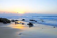 在普腊亚谷Figueiras的自然岩石在葡萄牙 免版税图库摄影