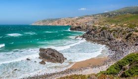 在普腊亚附近的沿海看法做Guincho,肋前缘Vicentina,葡萄牙 库存照片