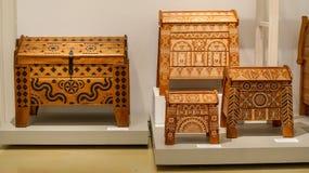 在普遍的美术馆的传统木家具 免版税库存照片
