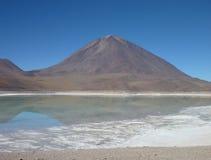 在智利玻利维亚的边界的Volcan licancabur 库存照片