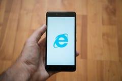 在智能手机屏幕上的Internet Explorer商标 免版税库存图片