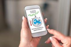 在智能手机的全球性变暖概念 免版税库存照片