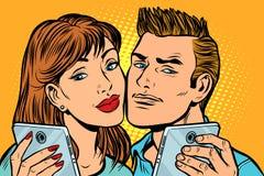在智能手机的年轻夫妇selfie 库存例证