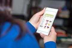 在智能手机的网上商店概念 免版税库存图片