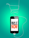 在智能手机的网上购物 图库摄影