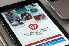 在智能手机的Pinterest app 库存图片