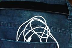 在暗色的蓝色牛仔布牛仔裤在场面提出老deni 免版税库存照片