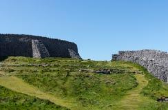 在暗褐色Aonghasa Aran海岛的石墙 库存照片