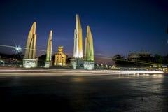 在暮色天空的民主纪念碑 库存照片