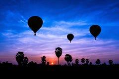 在暮色时间的气球 库存图片