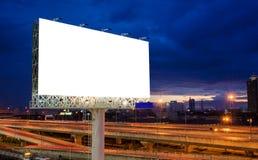 在暮色时刻的空白的广告牌的广告 免版税图库摄影