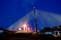 在暮色时间的Rama 8桥梁 库存照片