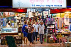 在暹粒夜市场上,在柬埔寨 免版税库存图片