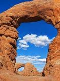 在曲拱内的曲拱,拱门国家公园 库存照片