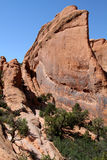 在曲拱的岩石飞翅 免版税库存图片