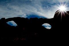 在曲拱的Sunflare 免版税库存照片