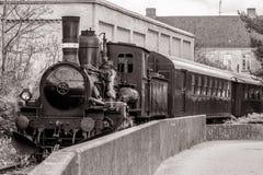 在曲线的经验丰富的火车 免版税库存照片
