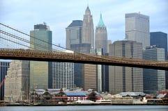 在更低的曼哈顿和布鲁克林大桥的码头17 免版税图库摄影