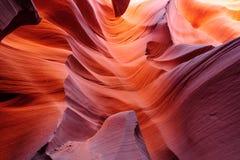 在更低的羚羊峡谷的发光的段落 库存图片
