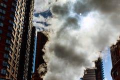 在曼哈顿中城宣扬蒸汽,事故, repairhot空气到街道里 图库摄影