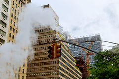 在曼哈顿中城宣扬蒸汽,事故, repairhot空气到街道里 免版税库存照片