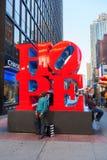在曼哈顿中城, NYC希望从罗伯特・印第安纳的雕塑 免版税库存图片