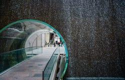 在曼哈顿中心的玻璃隧道 库存照片