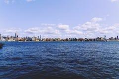 在曼哈顿和哈得逊河的看法从Hoboken rivereside 免版税库存照片