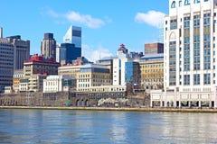 在曼哈顿和East河的一个看法从罗斯福岛 免版税库存图片