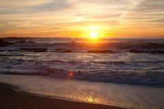 在曼哈顿比奇,半月湾,加利福尼亚的日落 库存照片
